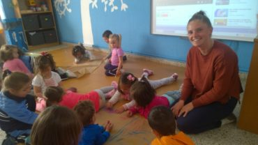 Kelsey visits the 3 year olds class!! : )